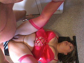 Plump mom in a red corset and stockings gets assfucked - Picture 3