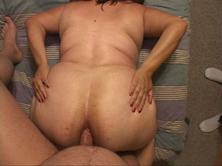 Plump mom in a red corset and stockings gets assfucked - Picture 4