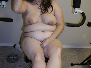 Chubby blonde babe exposes her treasure - Picture 3