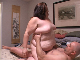 Fat brunette bitch sucks dick before aasfucking - Picture 3