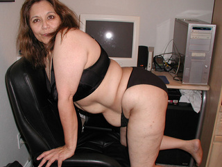 Plump granny in lingerie - Picture 1
