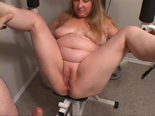 Chubby blonde MILF in red T-shirt doggystyled - Picture 4