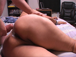 Swarthy latina mature bitch opens her back door - Picture 4