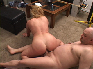 Bootylicious curly blonde mom gets assfucked badly - Picture 4