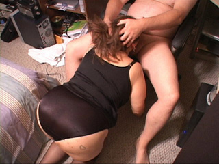Plump Mexican grandma in black lingerie gives head in - Picture 3