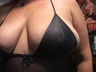 Busty chubby red mom preparing for dirty ass drilling - Picture 4
