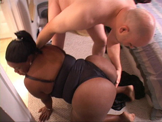 Ponytailed black mom waiting for a cock in her butt - Picture 2