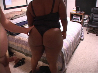 Ponytailed black mom waiting for a cock in her butt - Picture 3