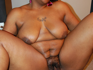 Pretty chubby ebony MILF ready to assdrilling - Picture 3