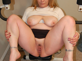 Blonde mom posing on the exerciser - Picture 4
