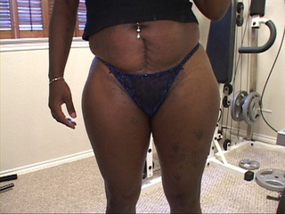Busty black mom takes off her jeans shorts before - Picture 1