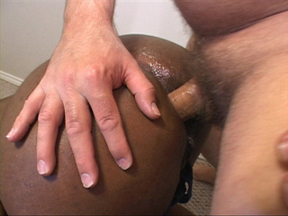 Horny dude pounding hard chubby black mom into butthole - Picture 2