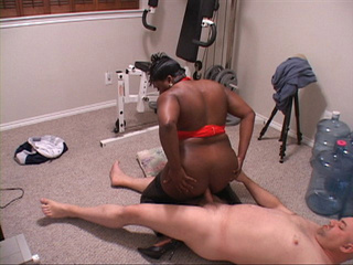 Fat ebony ass mom gets it drilled badly - Picture 4