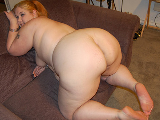 Ponytailed red fatty posing - Picture 3