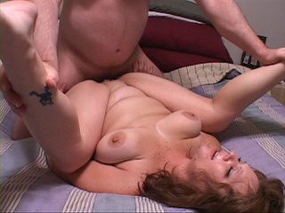 Chubby mature shows off her experienced love holes - Picture 1