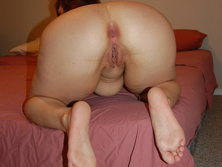 Chubby mature shows off her experienced love holes - Picture 3