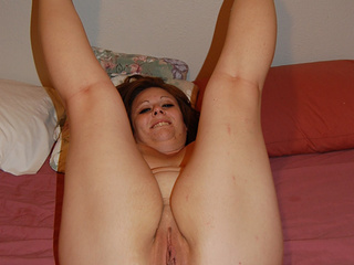 Chubby mature shows off her experienced love holes - Picture 4