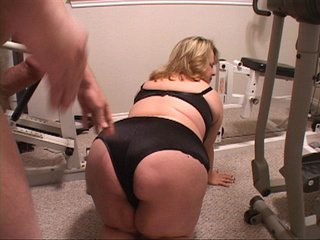 Plump housewife in black lingerie gives head - Picture 4