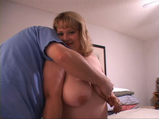 Chubby blonde housewife gives head - Picture 2