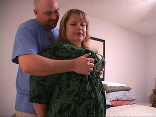 Chubby blonde housewife gives head - Picture 4