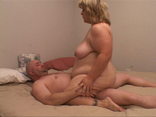 Two horny dudes handling fat blonde mom - Picture 2
