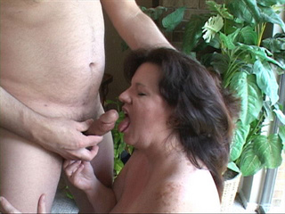 Mature brunette fatty gives head before doggy style - Picture 3