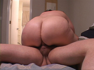 Plump brunette mature adores hard anal sex - Picture 3