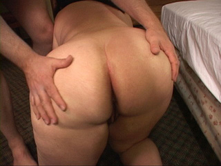 Bootylicious mom swallows dick before assbanging - Picture 4