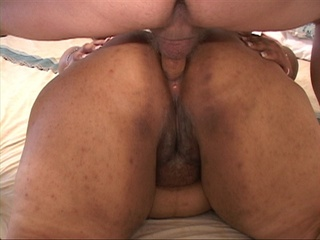 Black ponytailed mamasita swallows dick before - Picture 2