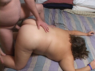 Curly housewife sucking dick before penetration - Picture 3