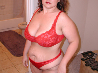 Chubby mom in red lingerie sucking cock - Picture 3