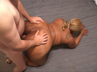 Tattooed black mom with blonde ponytail gets it into - Picture 1