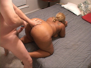 Tattooed black mom with blonde ponytail gets it into - Picture 2
