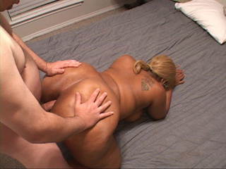 Tattooed black mom with blonde ponytail gets it into - Picture 3