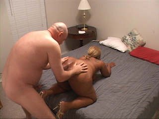 Tattooed black mom with blonde ponytail gets it into - Picture 4