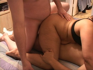 Bootylicious latina mom double-penetrated - Picture 1
