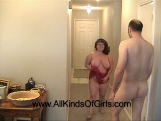 Fat mom takes off her red lingerie for assfucking - Picture 2