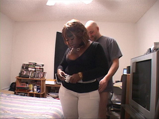 Chubby black mom sucks cock before assbanging - Picture 4