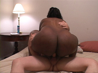 Ponytailed plump black MILF ready fro assdrilling - Picture 1