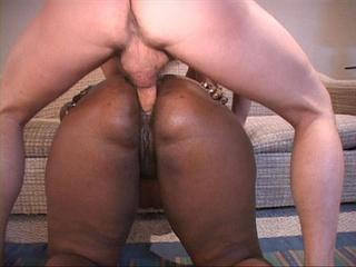 Black fat mom opens her back door for white boner - Picture 2