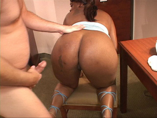 Ponytailed ebony MILF sucking stiff rod - Picture 1