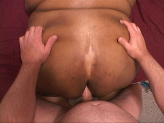 Huge black mama stretches her cunt and asshole to show - Picture 1