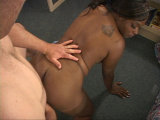 Tattooed black whore sucking cock - Picture 3