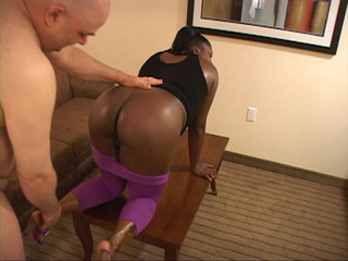 Bootylicious black mom in purple leggings gets it from - Picture 3