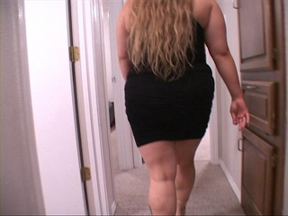 Fat blonde mama in black dress ready for fucking - Picture 2