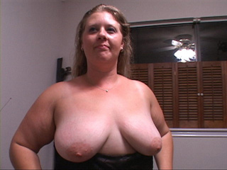 Blonde fat mom exposing her tits and gives head - Picture 3