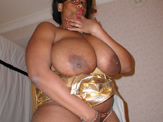 Black mama on glasses with mega titties - Picture 4