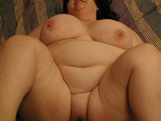 Fat brunette with big titties gives head - Picture 2