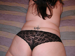 Chubby brunette mom in lace panties - Picture 4