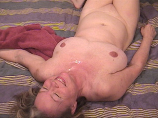 Lustful grandma loves assfucking - Picture 3